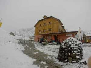 GOPR5831 300x225 - Unterkunft während des Gletscherkurs