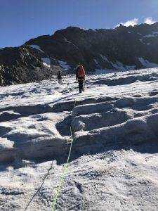IMG 2917 225x300 - Fähigkeiten für das Gehen am Gletscher