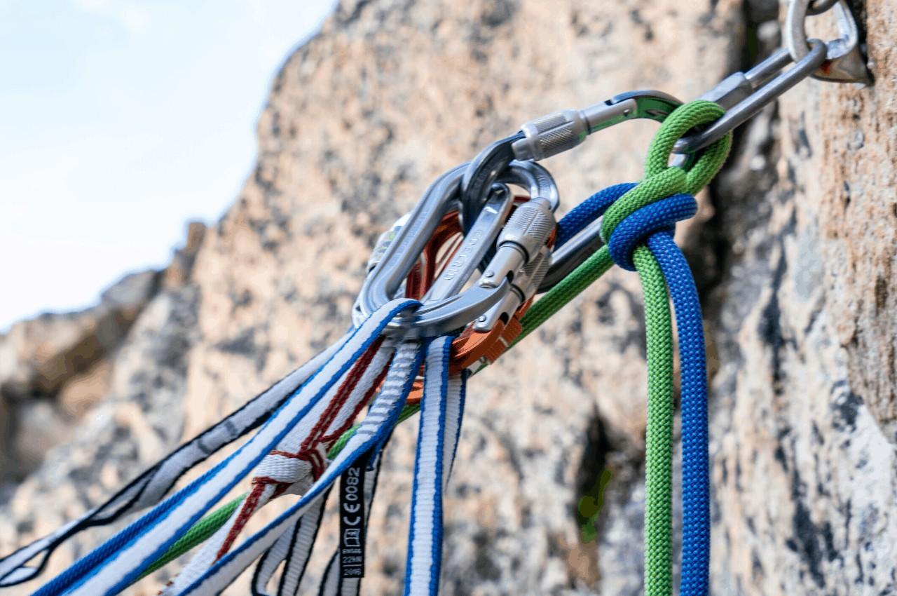 Klettersteig Ausrüstung Titelbild - Back to the Basics – Klettersteig