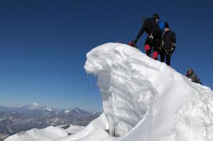 Objektive Gefahren Wechten am Gipfel 300x199 - Objektive-Gefahren-Wechten-am-Gipfel