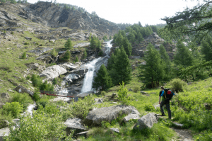 Spielformen des Bergsteigens Wandern 1 300x199 - Spielformen-des-Bergsteigens-Wandern-1