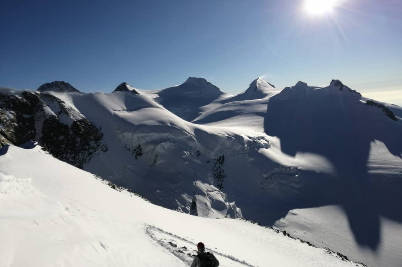 Hochtourenausrüstung im Einsatz im Wallis beim Bergsteigen